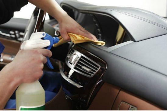 bọc da taplo ô tô cần đảm bảo vệ sinh và dưỡng da thật tốt